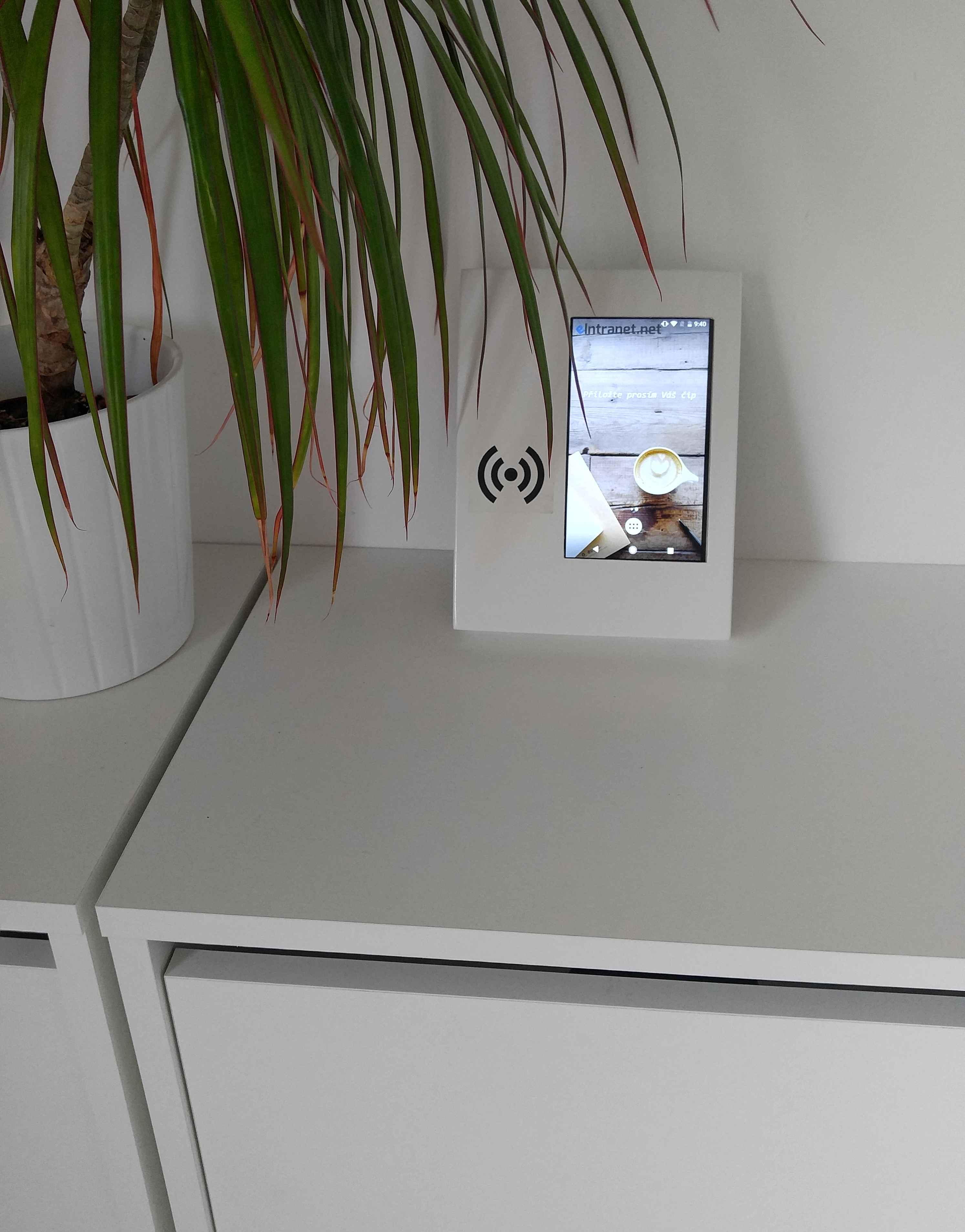 Docházkové zařízení - čtečka čipů